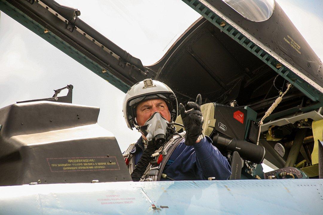 фото пилотов истребителей вас сидячая работа
