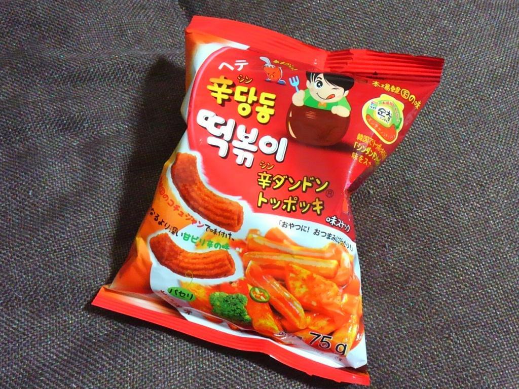 test ツイッターメディア - この韓国産の「辛ダンドントッポッキ」時々買って食べますが、甘辛くてクセになります、、??飲み物が必要です??ダイソーで買いました。パッケージのハングル見るだけで嬉しい??田舎なので、なかなか韓国のお菓子売ってるお店がないんですよね。。 #ダイソー https://t.co/tjmvjXEIgN