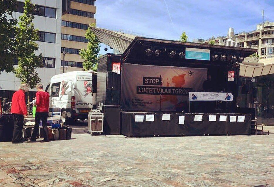 #podium #licht #geluid #verhuur op een mannifestatie in Rotterdam #partyregelaar