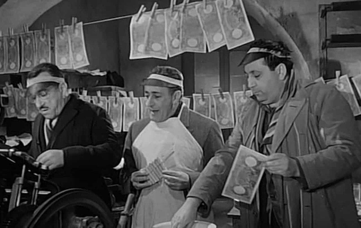 #Tria #Dimaio e #Conte che stampano lire con cui pagare il #redditodicittadinanza mentre #Salvini prova ad usarle per comprarsi le sigarette.La banda degli #onesti  - Ukustom