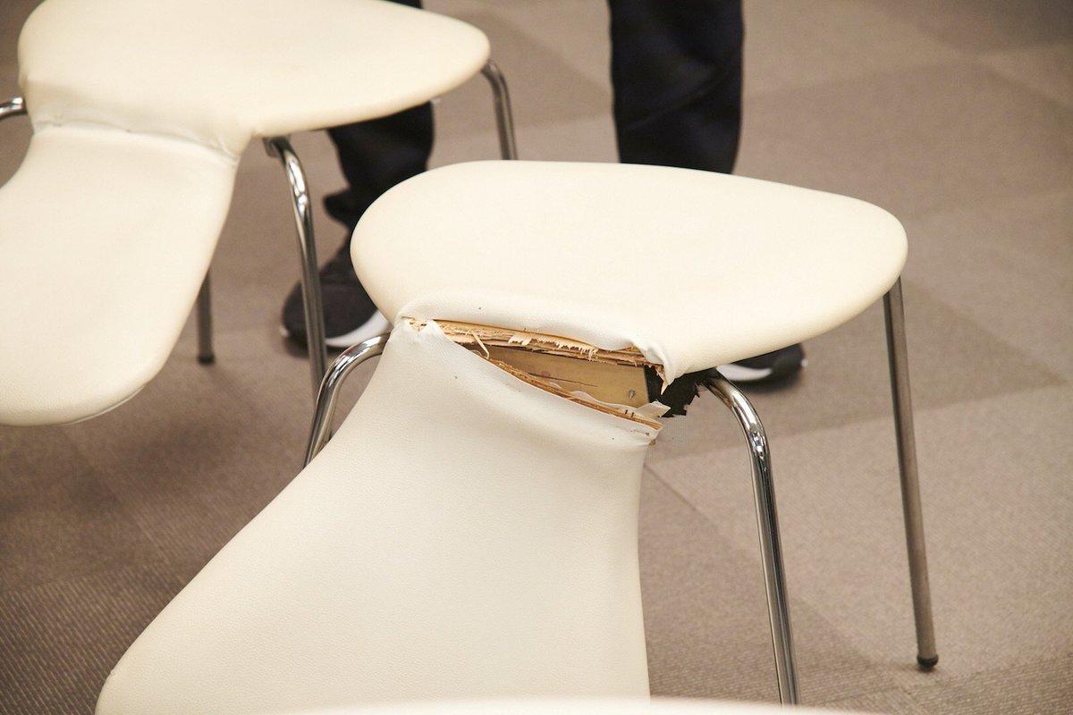 「グリーン&ブラックス」第15話、橋本さとし さんのハプニング!椅子は美術さんが修理されていたのでご