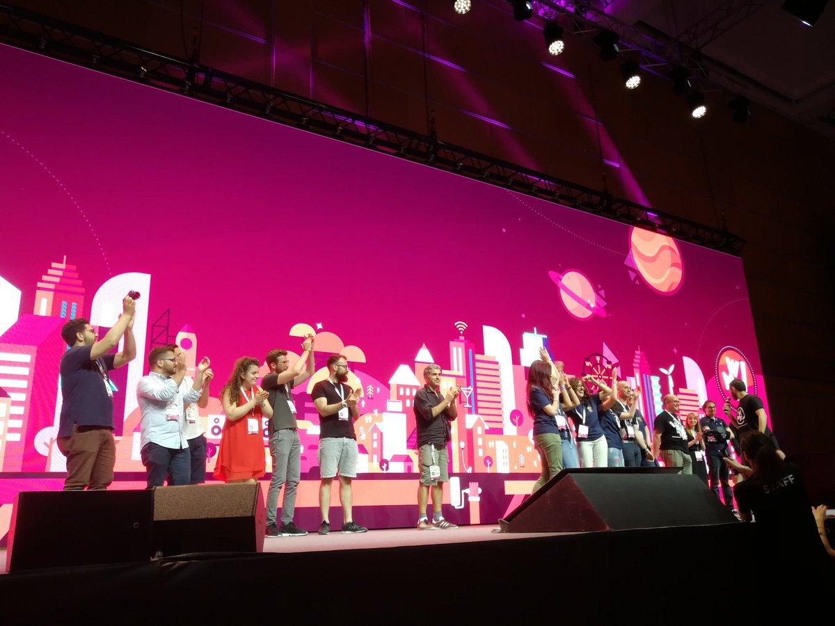 Con la premiazione dei 3 gruppi vincitori del #fakenews #hackathon salutiamo gli organizzatori del #wmf18. Bravi tuttj @ilfestival  - Ukustom
