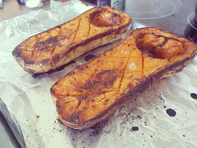 Roasted butternut squash going into a black rice salad soon. #vegan #veggie #squash #roasting #saturday #homecook https://t.co/CMY12AcV40