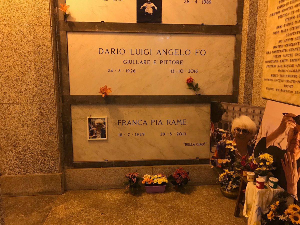 #CimiteroMonumentale #Milano Eccoli! #DarioLuigiAngeloFo e #FrancaRame  - Ukustom