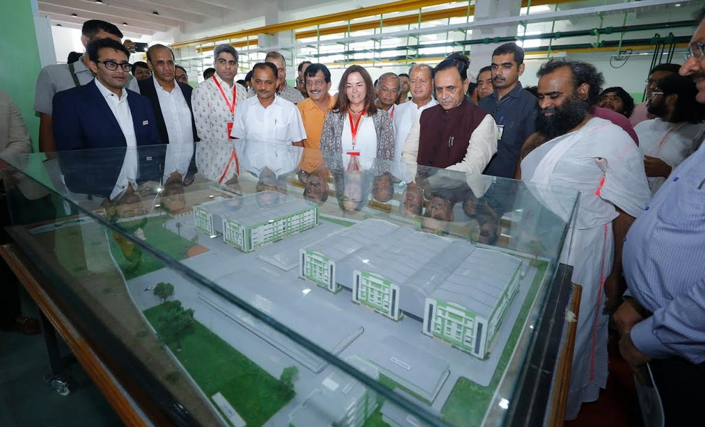 Gujarat CM inaugurates Flair unit for Reynolds pen manufacturing in Valsad