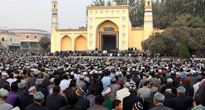 """Ο χρήστης Mecra στο Twitter: """"İydgâh Camii, Kaşgar, Doğu Türkistan. 1442'de  Kaşgar hâkimi Saksız Mirza tarafından inşa ettirilen cami, 20 bin kişilik  ibadet kapasitesine sahip. """"İydgâh"""" [bayram yeri] kelimesi, caminin  özellikle bayram"""