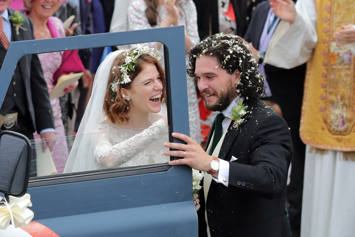 'Game Of Thrones' stars Kit Harington and Rose Leslie got married in Scotland today, with fellow actors Sophie Turner, Maisie Williams, Peter Dinklage, and Emilia Clarke in attendance 💒👑  (📸: Getty Images)