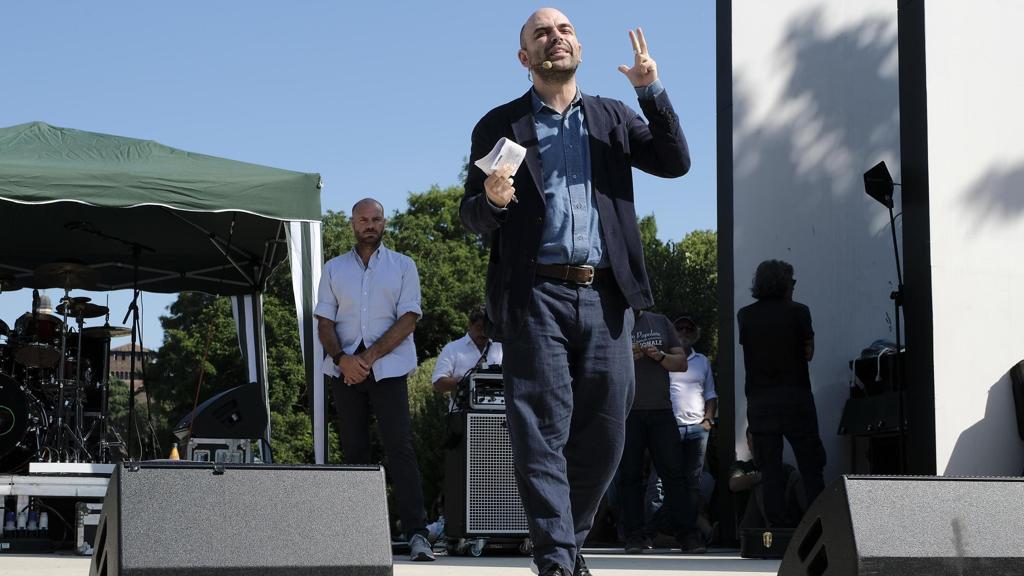 """Saviano: """"Creiamo il restitution day, la Lega restituisca i 50 milioni della truffa sui rimborsi"""" https://t.co/unczu4lups"""