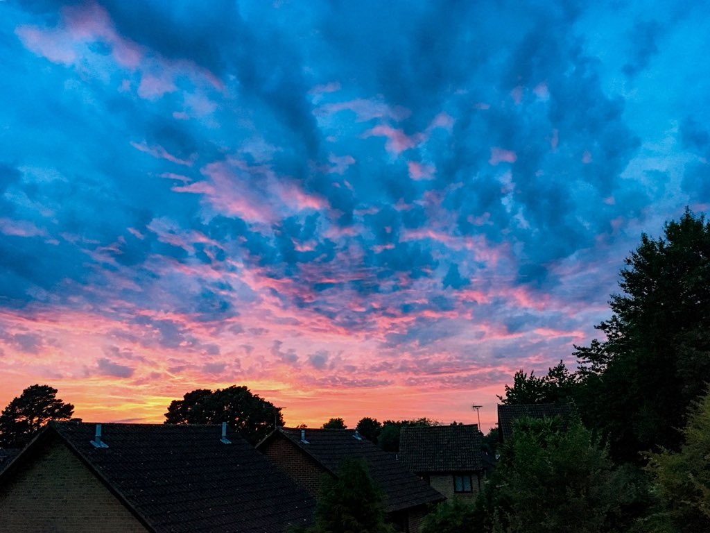 Pretty spectacular sunset in West End tonight #southampton #StormHour #hampshire #sunsets #westend <br>http://pic.twitter.com/QOgKrKyJPN
