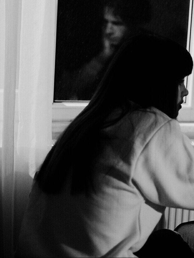 .  يا بنت لو شلتي تجاهي مشاعر لا تاصلين الحب ويصير لك قوت ! .  حبي ولكن ؟ لا تحبين  شاعر الشاعر فراقه .. يسبب لك الموت !  . https://t.co/HcScjQiMOP