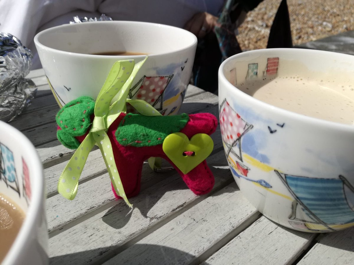 Miss Sybil had a nice day at the beach hut on #Ferring Beach, lots of coffee and cake with @GPOFarrell #Huntingtons #sybilontour #Hounds4Huntingtons<br>http://pic.twitter.com/ljQsdfmm0t
