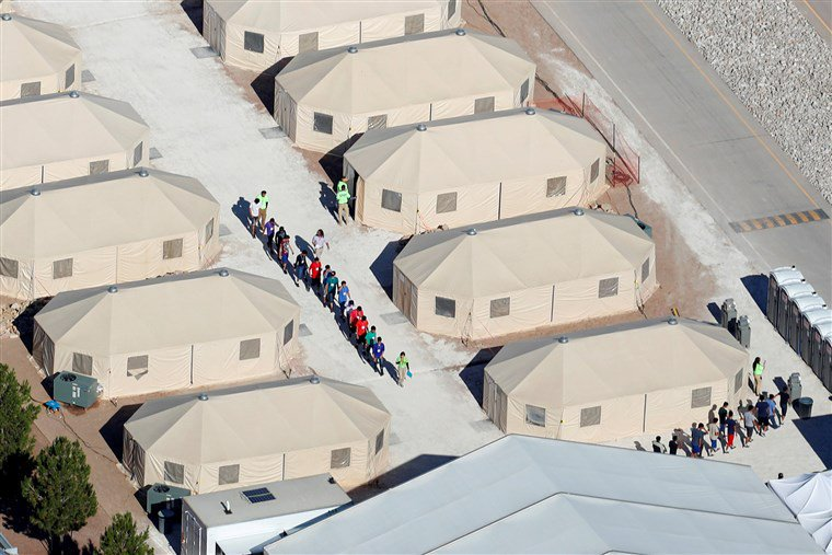North Korea locks up thousands of innocent children in military-style camps and refuses to let the Red Cross see them. Oh wait, that&#39;s the US. <br>http://pic.twitter.com/7PAmsPS8vq