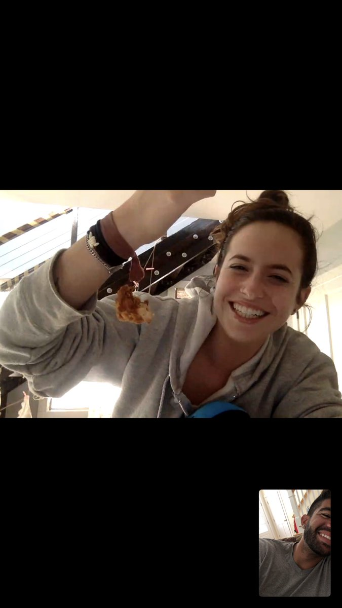i was on ft with stephanie when her chicken wing got stuck to her wrist<br>http://pic.twitter.com/JeDYZ1mgyi