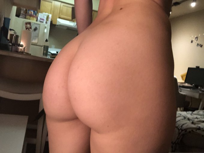 Here is a photo of my naked ass 🍑 https://t.co/HLrQ9k857v