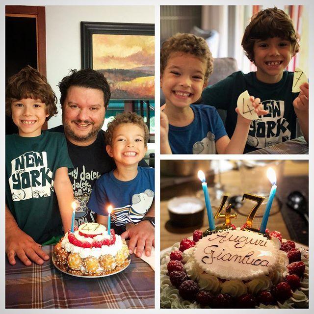 La cosa incredibile è che il compleanno era mio, ma loro hanno uno 4 e l'altro 7 anni. Grazie a tutti gli amici che mi hanno scritto e fatto gli auguri: spero di essere riuscito a rispondere a tutti! #happybirthday #47 #compleanno https://t.co/efOFuRiUVf