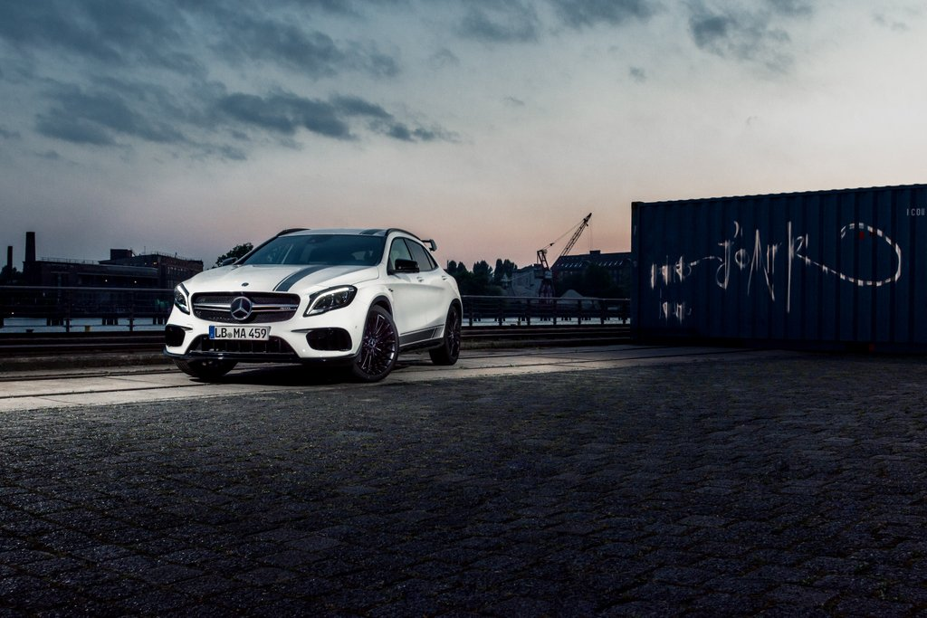 With sleek curves and sharp lines, the Mercedes-AMG GLA 45 Night Edition leaves little to the imagination. 📷: @RicciRspeckels    [Csn: 8.5 l/100 km | CO2: 193 g/km]