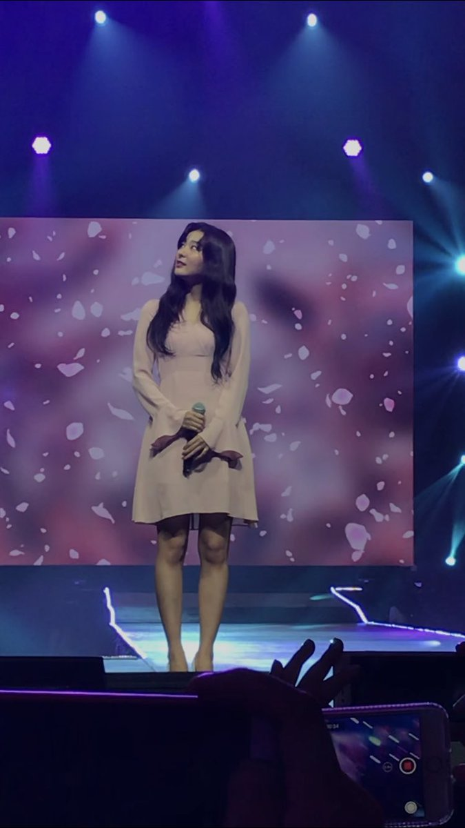 Seulgi's special stage, excuse me if I'm crying but she is such an angel #슬기<br>http://pic.twitter.com/CcqlrrbzWJ