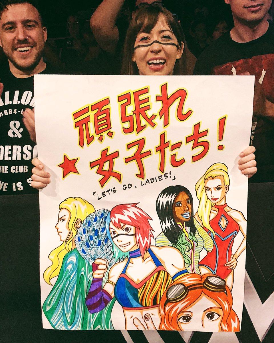 The #WWE Universe at #WWEAlbuquerque is inspired by the Women of #SDLive! @MsCharlotteWWE @WWEAsuka @NaomiWWE @LanaWWE @BeckyLynchWWE
