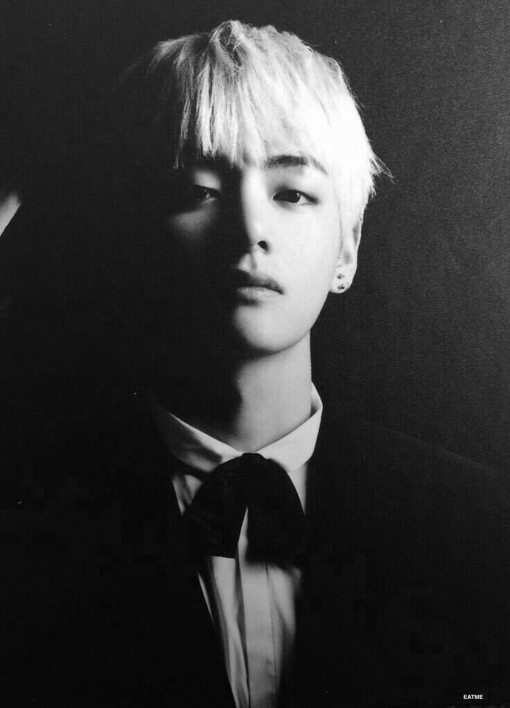 I look Alive I&#39;m dead inside My heart have holes And Black Blood flows   Taehyung FanEdit made by me for my special mutual @FluffyTaeGirl   @BTS_twt #WeLoveYouKimTaehyung <br>http://pic.twitter.com/zxqEsaAQ5i