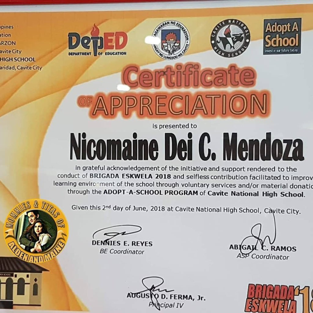"""""""#MaineMendoza and Team Saklolo members at the awarding of Certificate of Appreciation from the Department of Education for Brigada Eskwela - Cavite National High School""""   ©  https:// instagram.com/p/BkZTdP-h6u7/  &nbsp;    #CEOMaineAtMcDoStaClara<br>http://pic.twitter.com/41JE2RJKGh"""