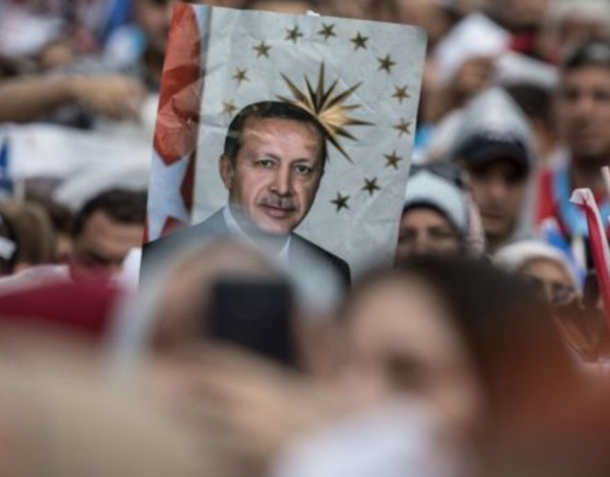 """In final rally before voting in #TurkeyElection2018, the president's main rival, centre-left candidate Muharrem Ince, told supporters: """"If Erdogan wins, your phones will continue to be listened to... Fear will continue to reign.""""  https://www. bbc.com/news/world-eur ope-44590956  … <br>http://pic.twitter.com/okMpiGnCWN"""