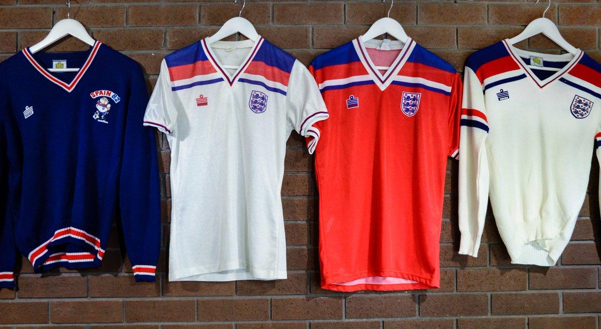 affb56426 Classic Football Shirts England - Nils Stucki Kieferorthopäde