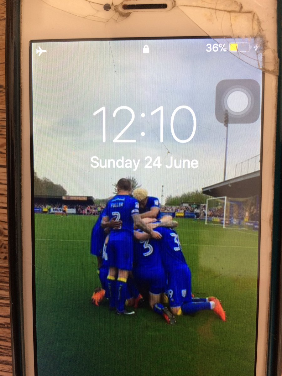 Screen saver on device I just found on the pavement in Wimbledon. Share please- hoping to find owner. <br>http://pic.twitter.com/hqXqQvQlhI