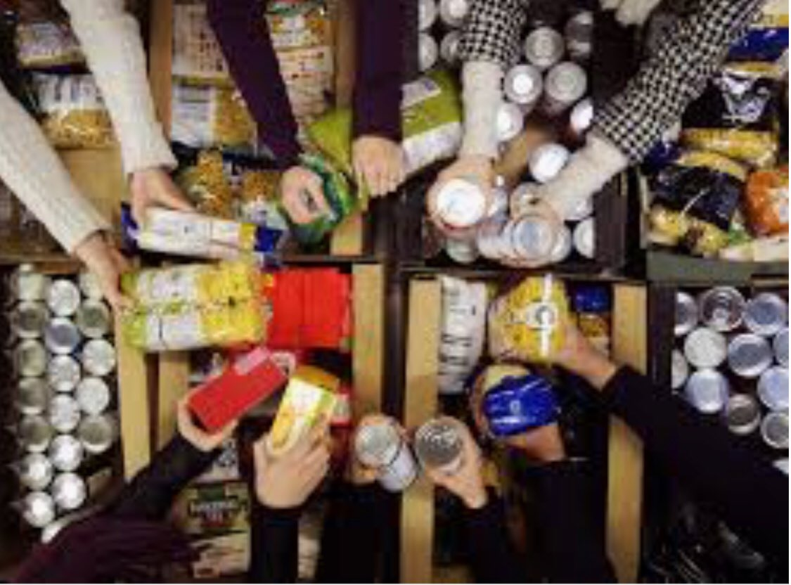 PLEASE RT &gt;&gt; This week we are very low on items to help our homeless friends - We are in need of cartons of juice, crisps, chocolate bars, baby wipes, deodorants, socks, boxer shorts, men's jeans, tracksuit bottoms, sleeping bags and mats#homelessstreetangels #leeds <br>http://pic.twitter.com/nxIowacv43