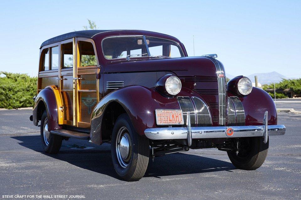ポンティアックの木製ワゴン1939年式「ウッディ」【#写真】 on.wsj.com/2K10KF2