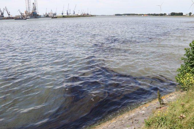 Olievervuiling Nieuwe Waterweg breidt zich uit https://t.co/Z9Tp7zZpgC https://t.co/kImGi0uQl3