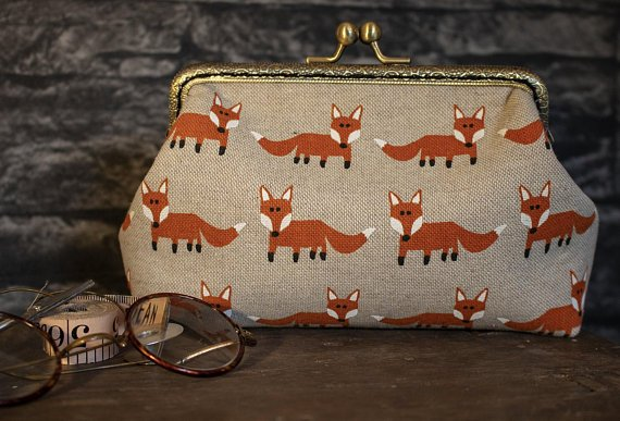 Cute little foxes inside and out on this large purse (except the ones inside are sleeping!) More details available in store!   https://www. etsy.com/shop/HandmadeS ewHeartfelt/ &nbsp; …   #UKGiftHour #FoxNews #Foxes #woodland #SundayMorning #SundayMotivation #etsy #etsystore #critters #CutenessOverload <br>http://pic.twitter.com/rkv8NC0Vfj