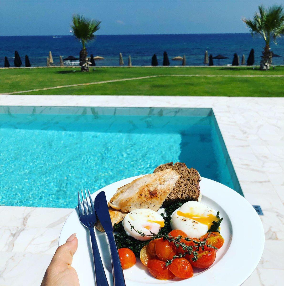 Breakfast with a view 😍 @abatonisland