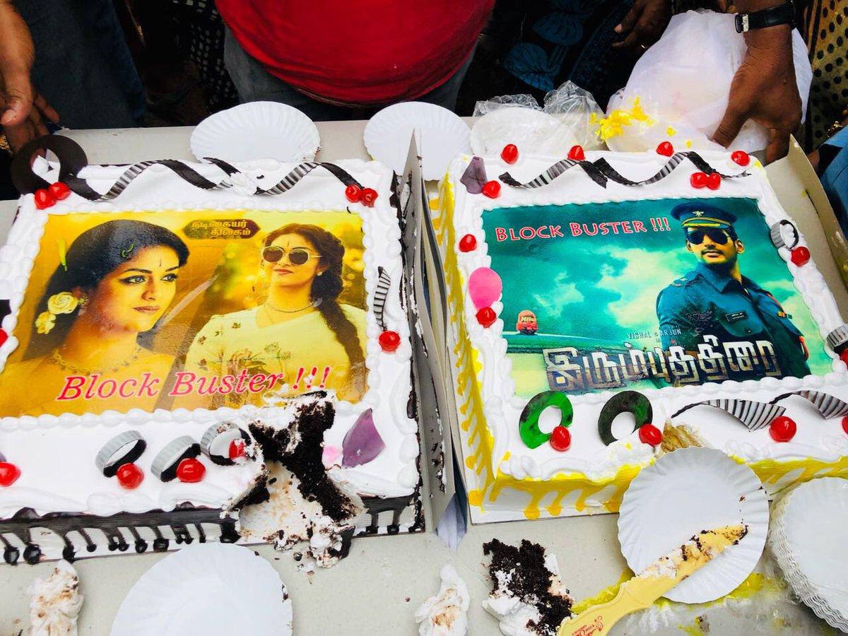 test Twitter Media - Double Dhamaka Celebrations on the sets of #Sandakozhi2 for @VishalKOfficial  & @KeerthyOfficial 4 their blockbuster hit #IrumbuThirai and #NadigaiyarThilagam respectively. https://t.co/UQVtsYLk7z