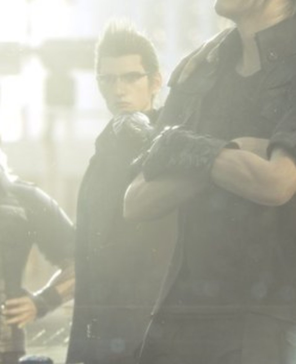 squenix can i PLEASE get more of cgi ignis where he ISNT blurry and in the background <br>http://pic.twitter.com/1EMkq5j7hi