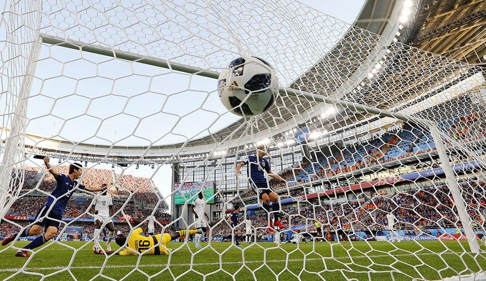 サッカーW杯の日本―セネガル戦、1-1で前半を終えました。(写真=AP)#worldcup2018_nikkei  【ビジュアルブログ】 https://t.co/MKJokcDfW0 【試合詳細】 https://t.co/fCRGtsPnbb