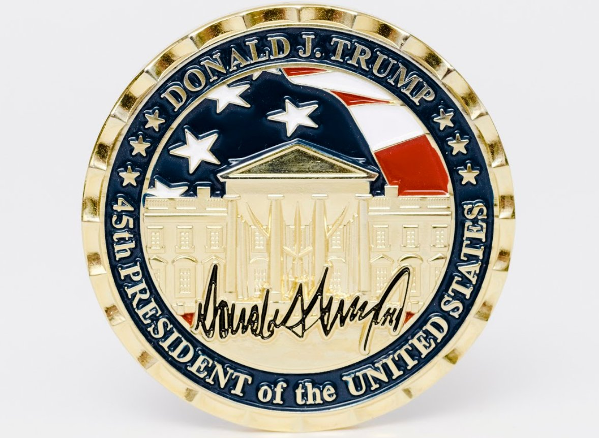 Th @WhiteHousee  says the trip coins are produced by & for the military & advance staffers who facilitate TRUMP's trips. But they come amidst a Trumpification of challenge coins that has yielded bigger, golder & shinier coins than under his predecessors. https://t.co/jCXlZFsNPG