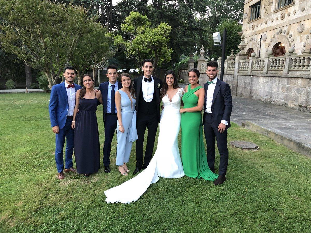 Felices por haber podido compartir todo este tiempo y, sobre todo, un día tan especial con todos vosotros!!! Sois los mejores!!! ❤️ #boda #diego #iria