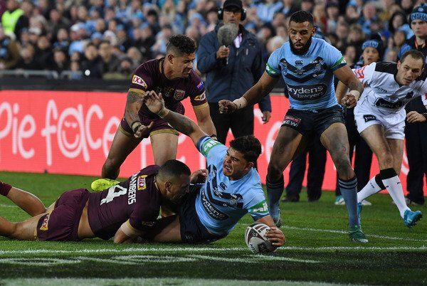 THE BLUES WIN STATE OF ORIGIN!  New South Wales wins its first #Origin series since 2014 after beating Queensland 18-14 in Game II in Sydney. (Pic: AAP)<br>http://pic.twitter.com/eVmRZwPJcg