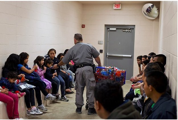 'Do you intend to overthrow, by force, the government of the United States?'  Frances Stonor Saunders on border-crossing https://t.co/HRm9V4rzRz … #LRBarchive