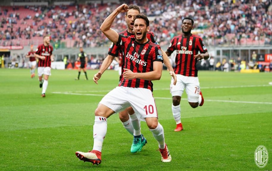 Según La Gazzetta, el #RBLeipzig estaría interesado en Hakan Calhanoglu, contó poco para Montella y acabó siendo vital para Gattuso cayendo a la banda izquierda, los alemanes podrían pagar 30M€ por él, lo compró el Milán del Leverkusen por 25M€.
