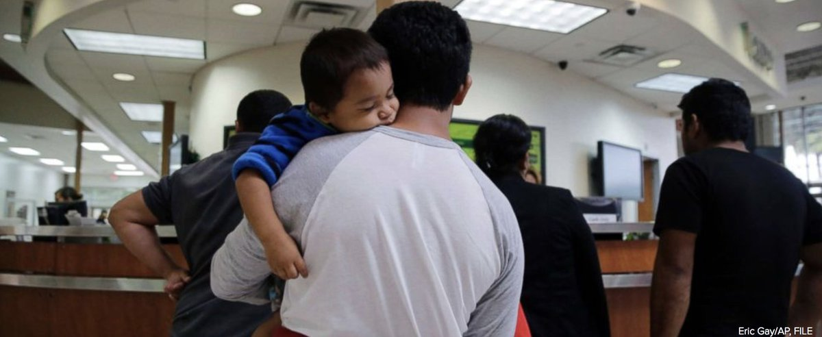 GOP lawmakers are preparing to vote on a more narrow immigration bill that would allow immigrant children to stay in detention facilities with their parents for more than 20 days, senior White House and Hill officials tell @ABC News. https://t.co/EVShyNbZuw