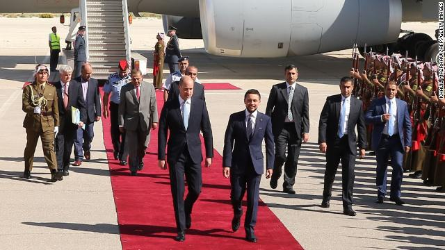 Prince William starts historic Middle East tour in Jordan. He'll be the first British royal to pay an official visit to Israel and the Palestinian territories. https://t.co/riK608pHo5