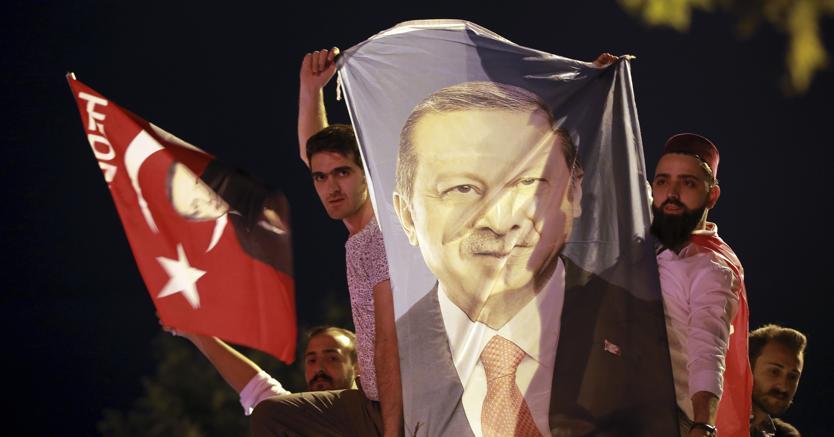 Turchia, Erdogan dichiara vittoria. Il principale rivale contesta il voto https://t.co/qCXSFrEnsG