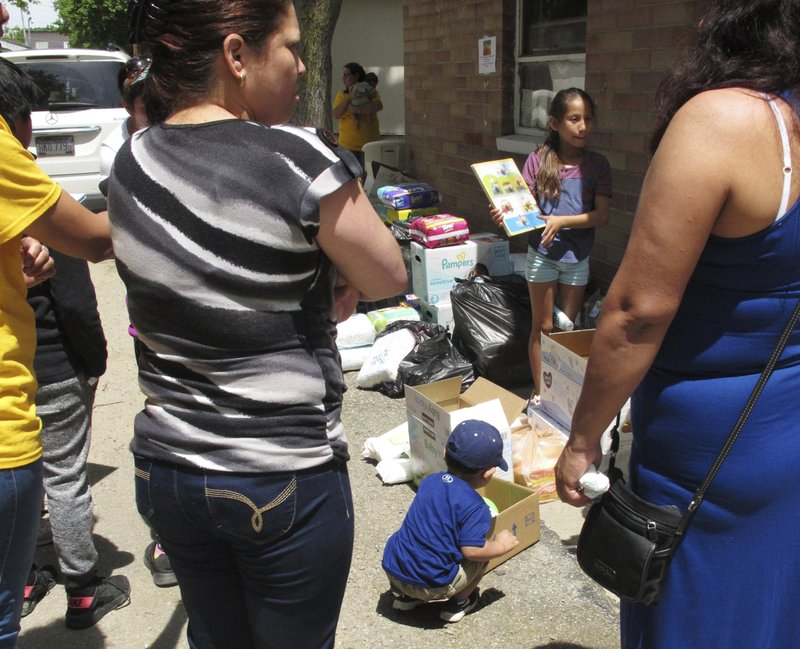 Don&#39;t forget: family separation is continuing, and the victims include US citizen children whose long-time-resident immigrant parents are being deported by Trump.  http:// bit.ly/2yF8aZm  &nbsp;  <br>http://pic.twitter.com/Zdh0qyTss2