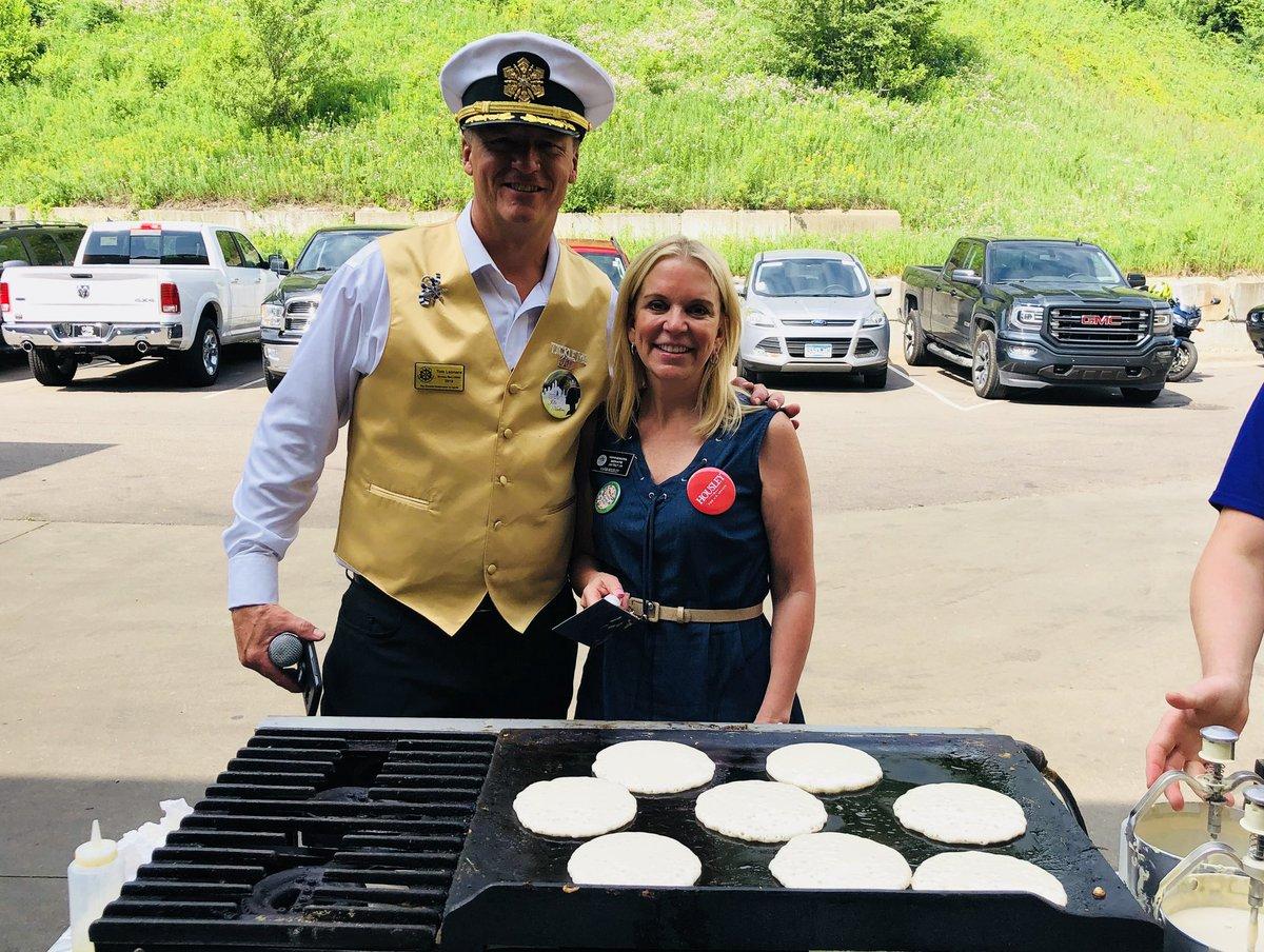 """Building communities one pancake (or ice block) at a time,"" Tom Leonard King Boreas &amp; Fury Motors owner. @furymotorgroup @KaposiaDays @StPaulWinter<br>http://pic.twitter.com/4NJC4tYFxr"