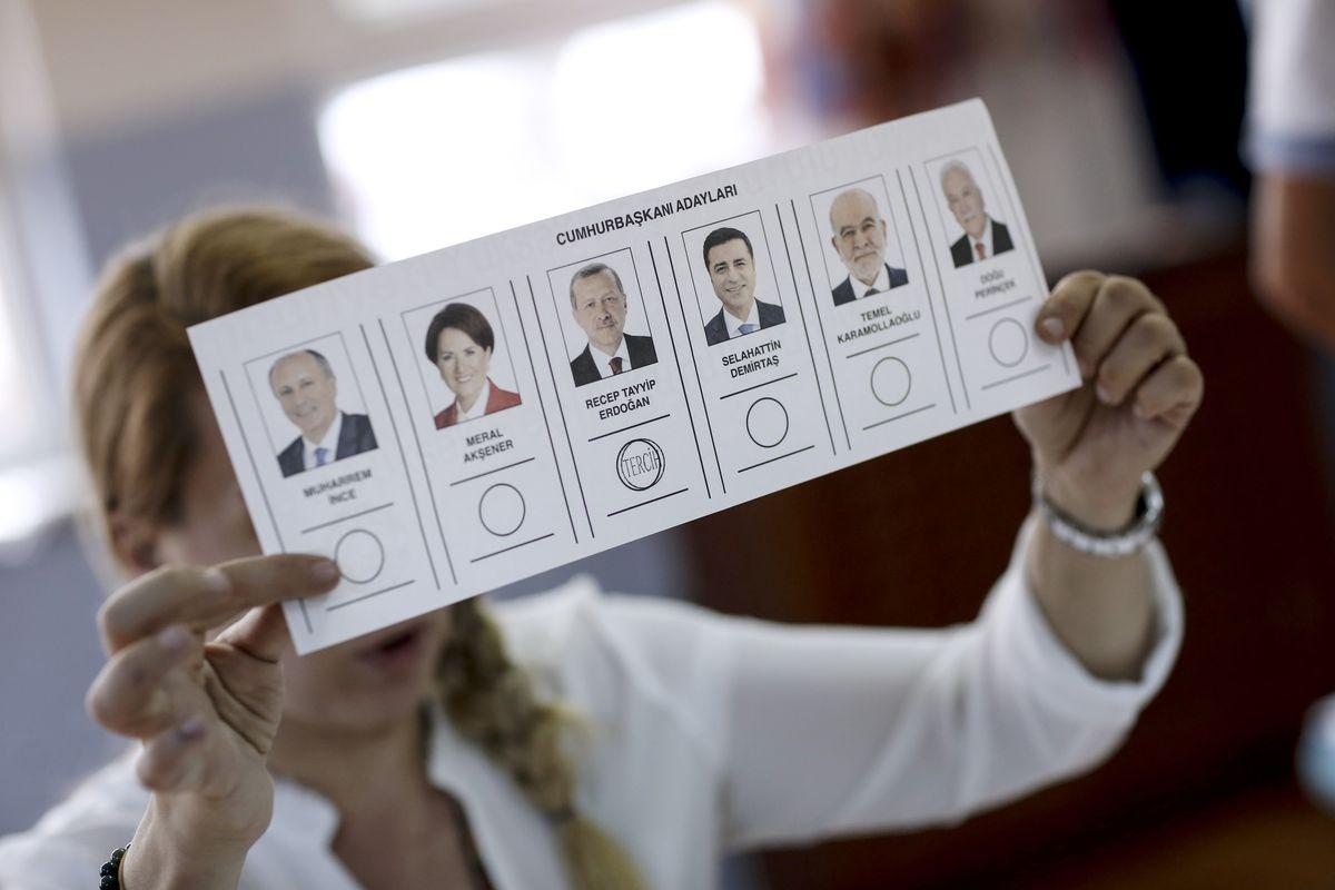 BREAKING: Erdogan takes early lead as Turkey counts presidential votes https://t.co/hSvih3Qa9J