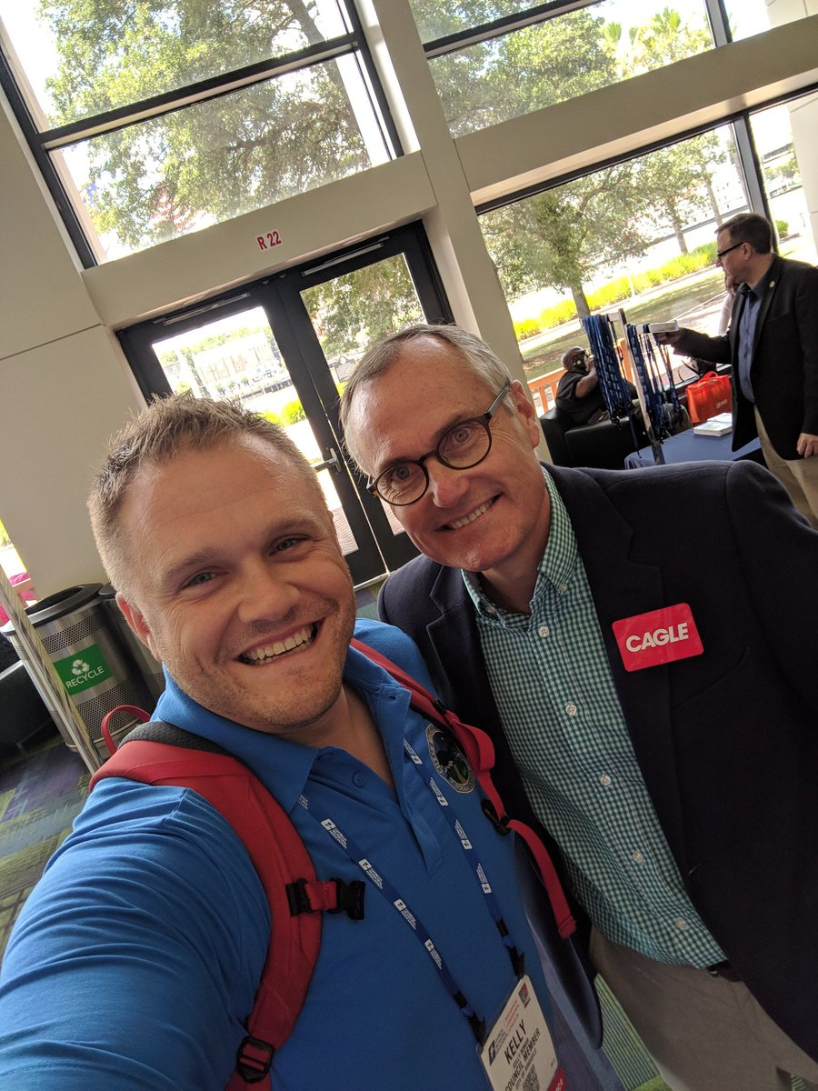 @CaseyCagle  showing some love for #gacities - great to chat with you today at GMA Convention.<br>http://pic.twitter.com/DHi2wJh6pc &ndash; à Savannah International Trade &amp; Convention Center