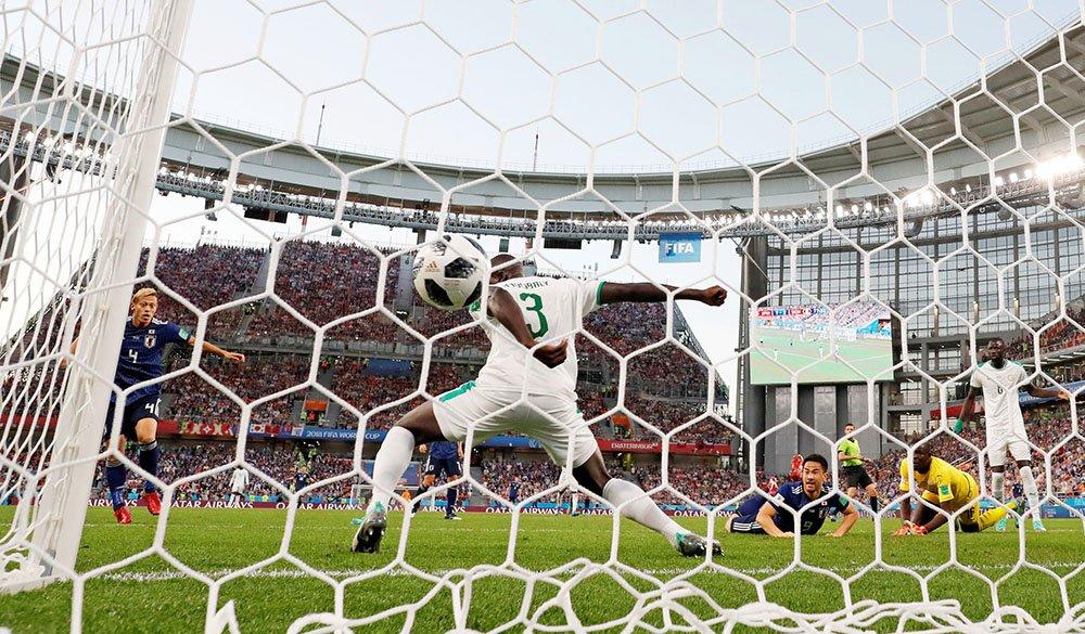 サッカーW杯の日本―セネガル戦後半、本田の同点ゴールシーンです。(写真=ロイター)#worldcup2018_nikkei  【ビジュアルブログ】 https://t.co/TRt0QHeeUN 【試合詳細】 https://t.co/QWu4Nfa5Ho