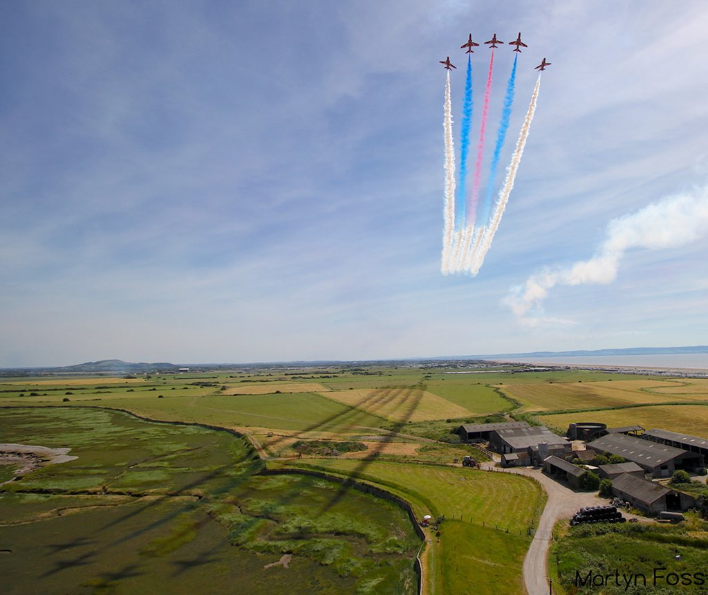 Enid starting the roll backs @RAFRed2 and @MikeLingPilot rolling. You can even see the shape of the jets in the shadow on this one <br>http://pic.twitter.com/t2urw0LOoQ