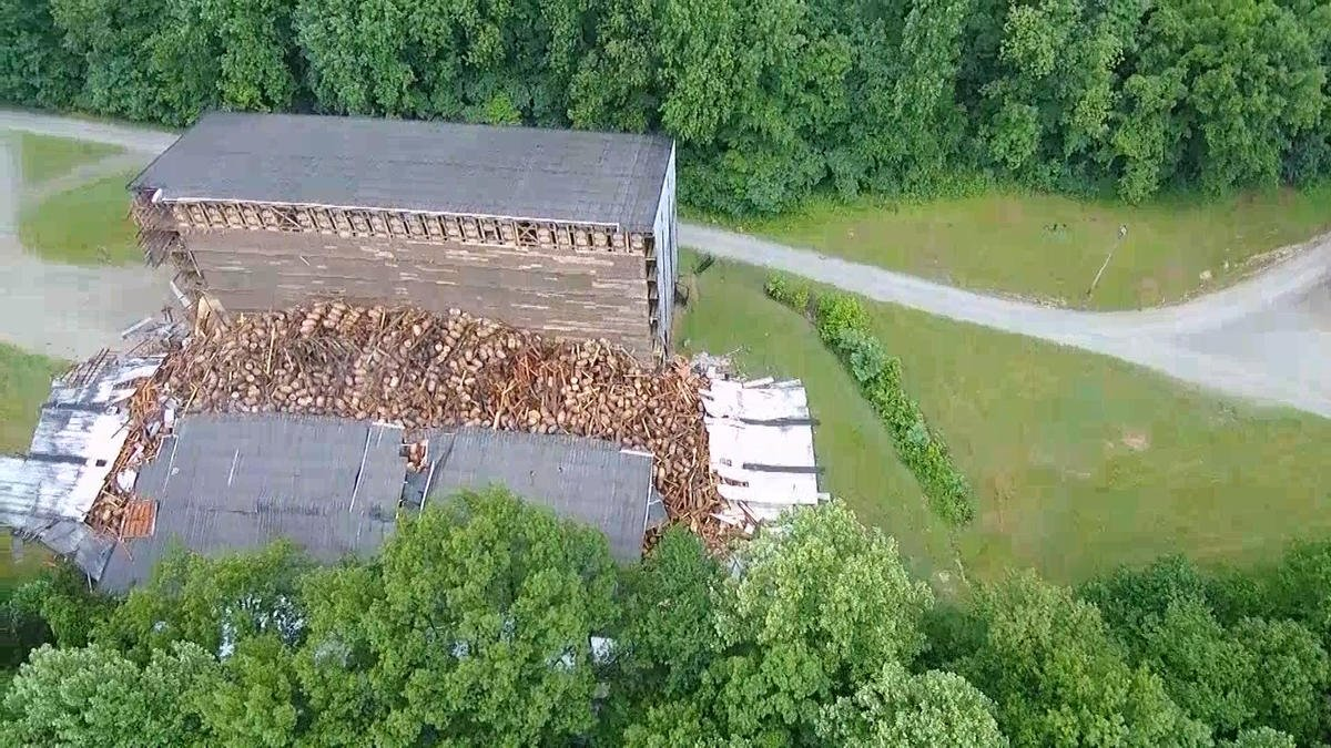 A bourbon warehouse in Kentucky partially collapsed on Friday, potentially damaging around 9,000 barrels of bourbon: https://t.co/SOEX5qma7W